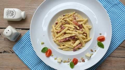 Paste cu nuci, pancetta si gorgonzola