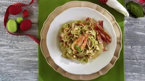 Tagliatelle cu spanac, creveti si bacon