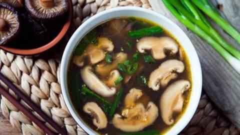 Supa de ciuperci shiitake si ghimbir