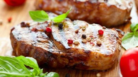 Muschi de vita crocant cu sos de ciuperci si legume prajite