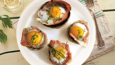 Ciuperci champignon umplute cu jambon si oua de prepelita