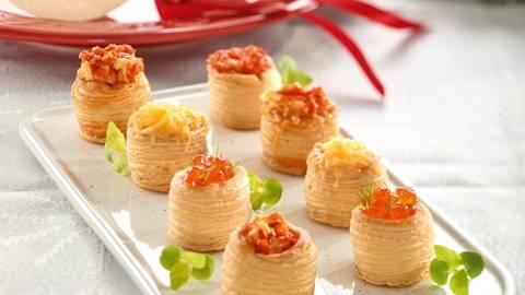 Aperitiv festiv cu camembert si icre de somon