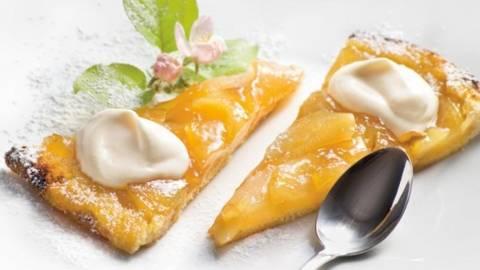 Tarta de mere Tatin cu crema de branza
