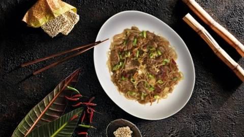 Rata intreaga cu taitei Chow Mein