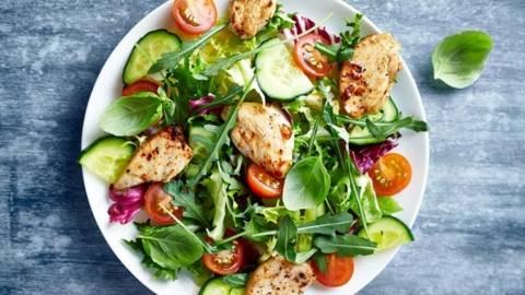 Salata asortata cu piept de pui