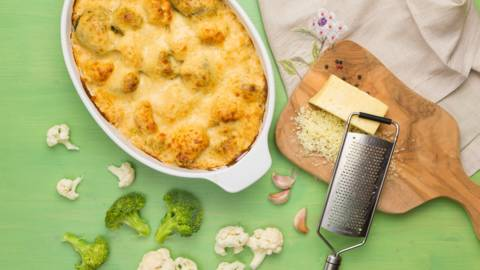 Conopida cu broccoli si branza