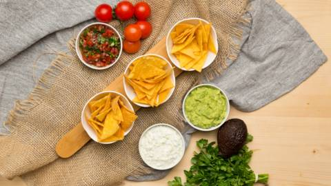 Nachos din malai cu diverse sosuri