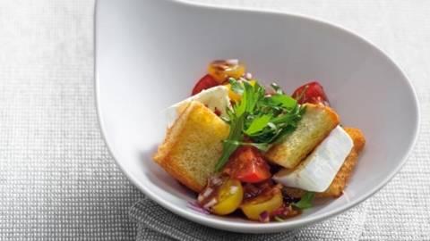 Salata de rosii cu triunghiuri de branza