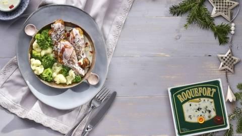 Pulpe de pui cu sos Roquefort