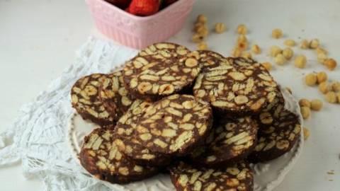 Salam de biscuiti cu mascarpone si crema de ciocolata