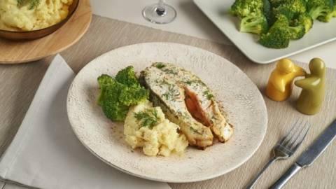 Somon cu broccoli si piure de cartofi