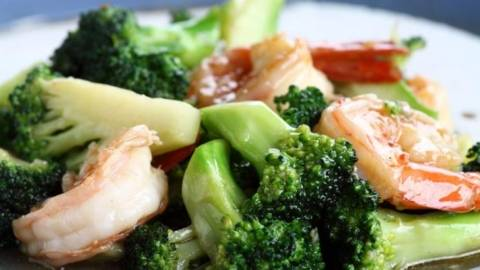 Broccoli cu slanina crocanta