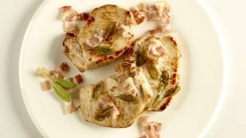 Cotlete de porc cu bacon crocant si salvie