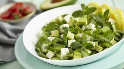 Salata de castraveti si avocado