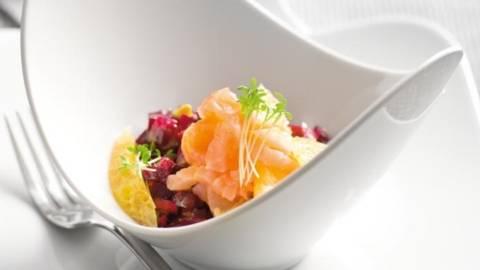Salata de sfecla rosie si portocale cu somon