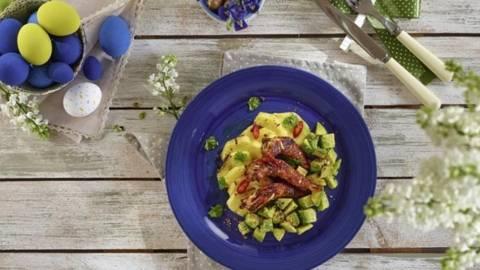 Creveti in crusta dulce iute, salata de avocado si ananas grill
