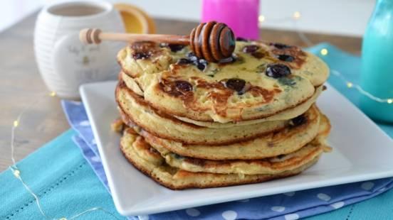 Pancakes cu iaurt si afine