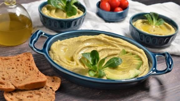 Hummus cremos cu avocado