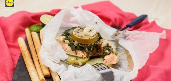 Pachetele de somon cu cartofi si spanac
