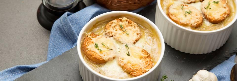 Supa frantuzeasca de ceapa cu branza gratinata