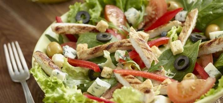 Salata cu branza gorgonzola