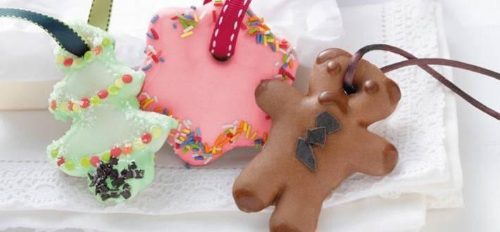 Decoratiuni pentru brad din turta dulce