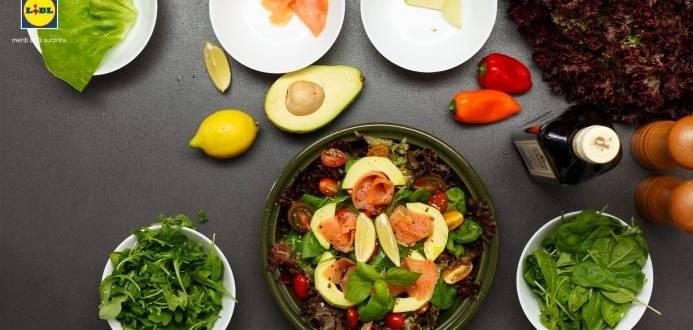 Salata de somon afumat si avocado