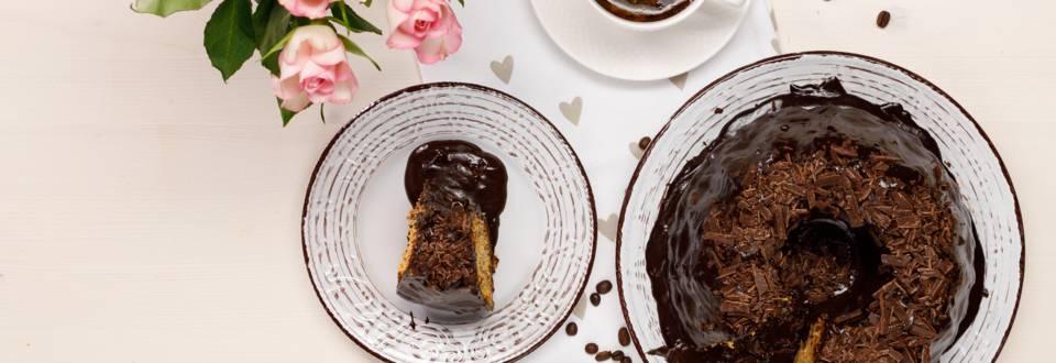 Prajitura de morcovi cu glazura de cafea si ciocolata
