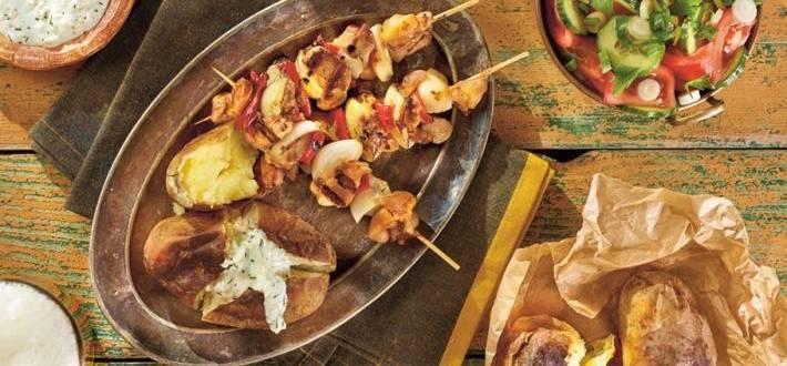 Frigarui de pui cu cartofi copti