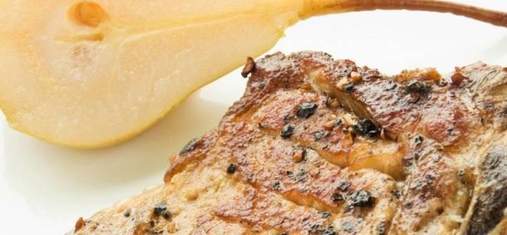 Porc cu legume, pere coapte si crema de gorgonzola