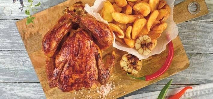 Pui la cuptor cu sos BBQ si cartofi wedges