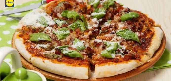 Pizza contadina cu spanac si bacon