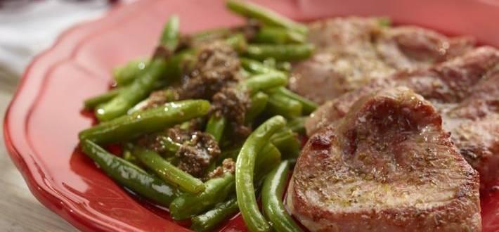 Pulpa de porc dezosata cu fasole verde si pesto de rosii