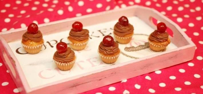 Mini cupcakes cu ganache de ciocolata