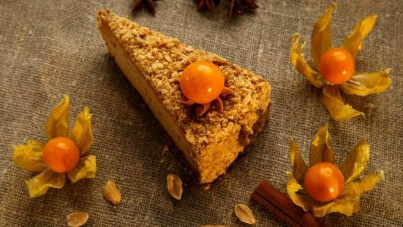 Cheesecake cu arahide si Physalis