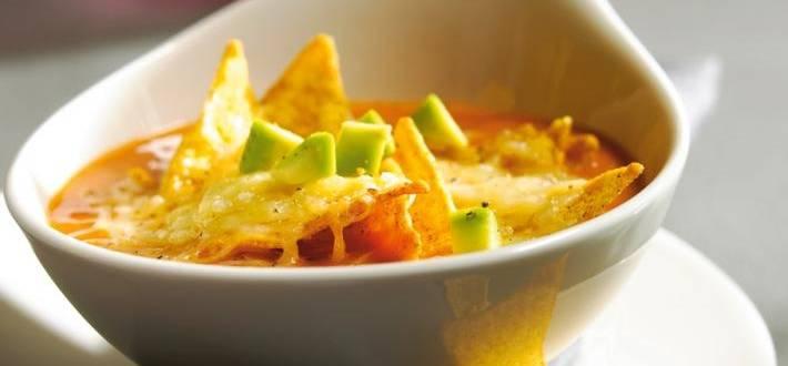 Supa de avocado cu tortilla chips