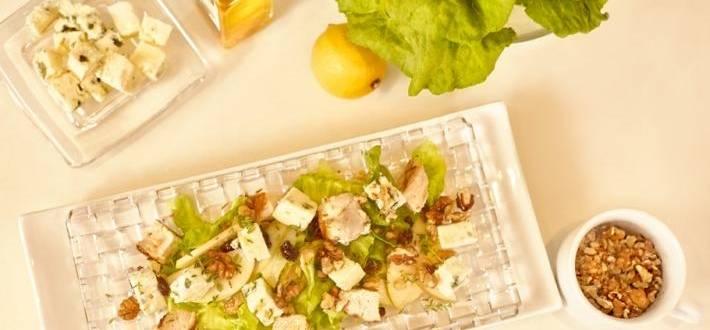 Salata de pui si cuburi jucause de Roquefort