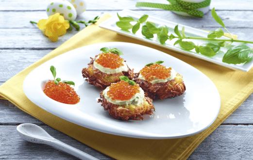 Rosti de cartofi cu crema de sparanghel si icre de somon