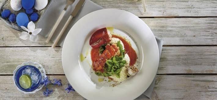 Homar in sos propriu cu piure de conopida si salata de busuioc