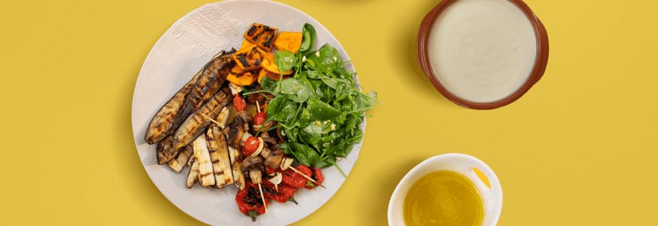 Legume Bio la gratar cu 4 sosuri si salata de spanac