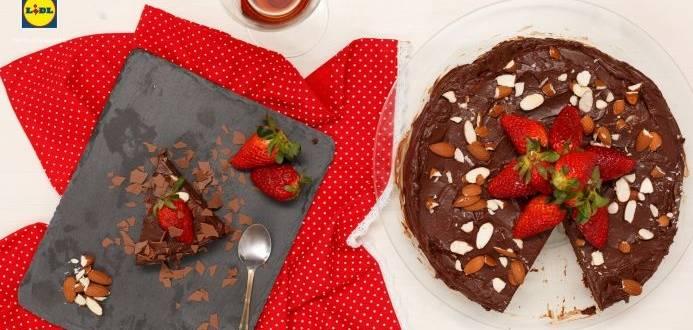 Tort de ciocolata cu amaretto si migdale