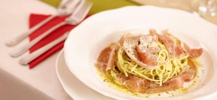 Spaghete alintate cu prosciutto crudo
