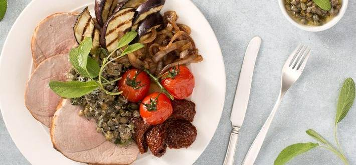 Pulpa de porc la cuptor cu sos de unt si arome mediteraneene