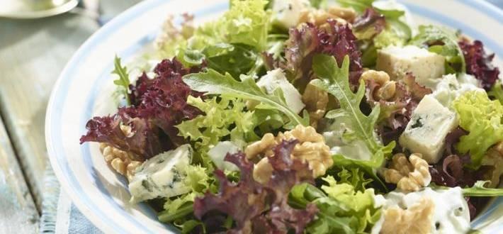 Salata cu nuci si branza cu mucegai