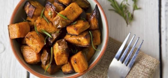 Cartofi dulci la cuptor, cu rozmarin si usturoi