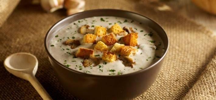 Supa de ciuperci si paine prajita (crutoane)