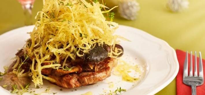 Ceafa de porc cu hribi si top de cartofi rasi