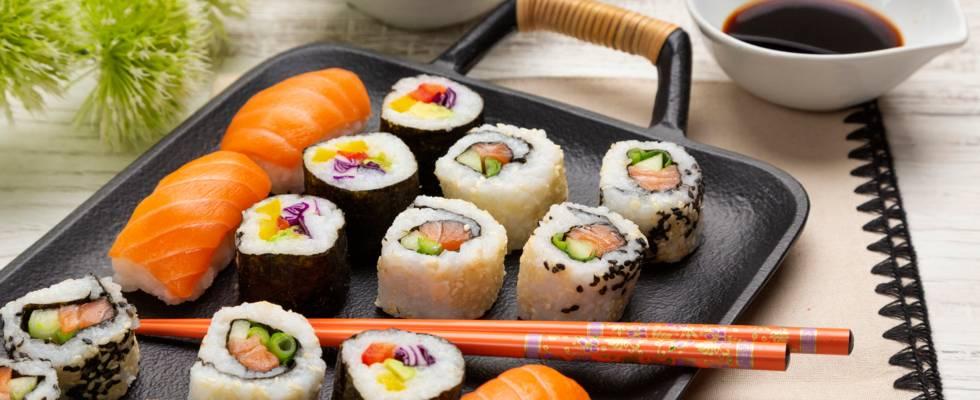 Sushi cu somon si castravete